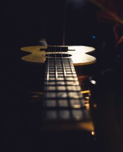Guitar-val-vesa-488380-unsplash